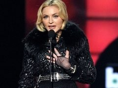 Madonna, intr-o tinuta indecenta la Billboard Music Awards