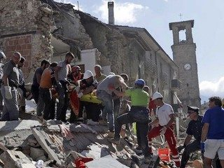 Doi romani, morti in cutremurul din Italia. Alti opt romani sunt disparuti